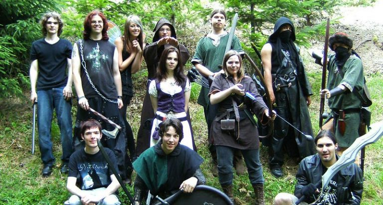 LARPing vs Cosplay: The Difference Between Cosplay And LARP Explained