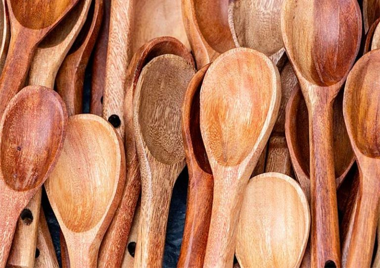 Which Non-Toxic Wood For Spoons Should You Use?
